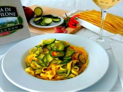 Fettuccine al farro con zucchine